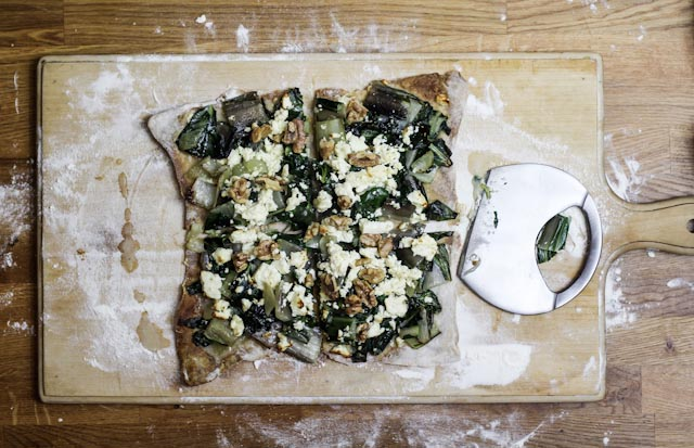 Walnuss-Mangold Pizza mit Feta