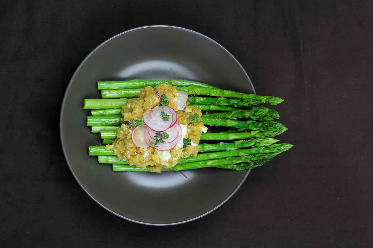Grüner Spargel mit Rote-Linsen-Salat