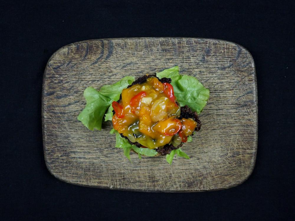 Dattelburger mit Aprikosen Chutney
