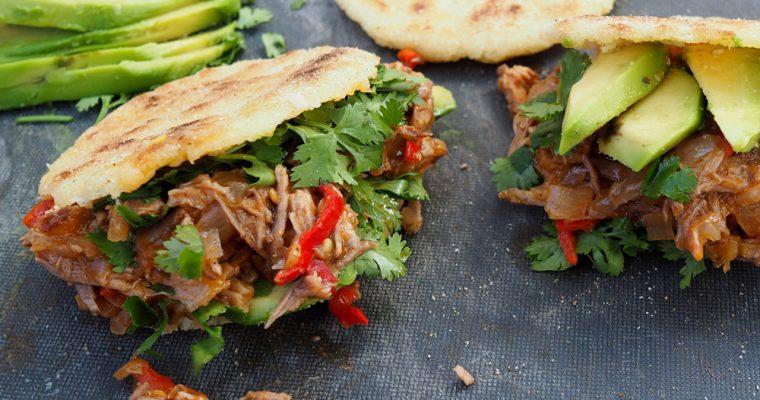 Arepas gefüllt mit Carne Mechada