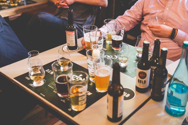 trinkt man whiskey mit eis