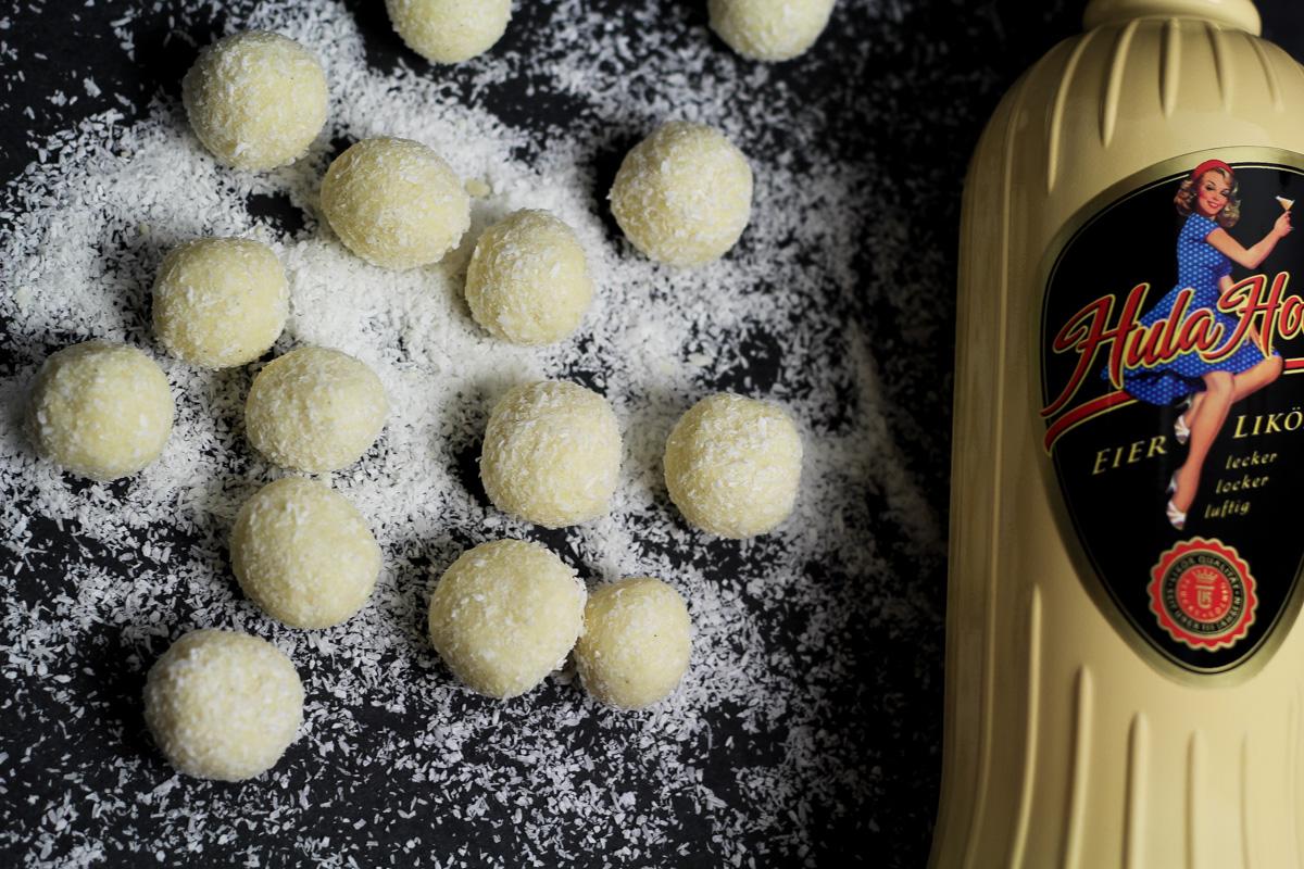 Weiße-Schokolade-Kokos Pralinen mit Eierlikör