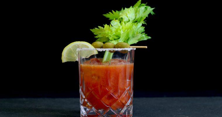 """Bloody Linie"" Neuinterpretation des Cocktail-Klassikers Bloody Mary mit Aquavit"