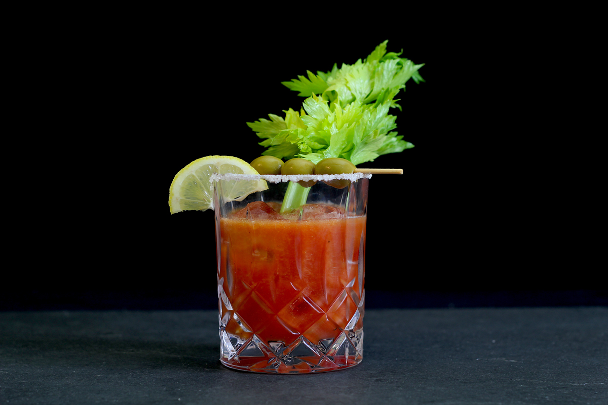"""Bloody Linie"" Neuinterpretation des Cocktail-Klassikers Bloody Mary mit Aquavit"